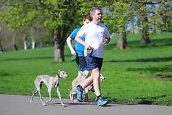 © Licensed to London News Pictures. 20/04/2018. London, UK. People enjoy the sun in Brockwell Park, south London, as record April temperatures continue in the capital. Photo credit: Rob Pinney/LNP