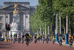 © Licensed to London News Pictures. 09/05/2020. London, UK. Cyclists enjoy the warm conditions on The Mall infant of Buckingham Palace, London during lockdown. The government is set to announce measures to ease lockdown, which was introduced to fight the spread of the COVID-19 strain of coronavirus. Photo credit: Ben Cawthra/LNP