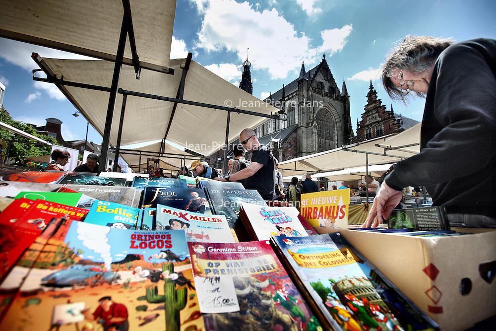 Nederland, Haarlem , 2 juni 2012..De Stripbeurs op de Grote Markt tijdens de Haarlemmer Stripdagen..Foto:Jean-Pierre Jans