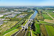 Nederland, Utrecht, Nieuwegein, 30-09-2015; Prinses Beatrixsluis, Lekkanaal. Foto richting Utrecht. De komende jaren zal het kanaal verbreed worden en krijgt de sluis een derde kolk.<br /> Princess Beatrix lock, Lekkanaal.<br /> luchtfoto (toeslag op standard tarieven);<br /> aerial photo (additional fee required);<br /> copyright foto/photo Siebe Swart