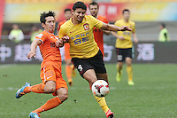 Elkeson of Guangzhou Evergrande, right, challenges Chen Tsan-yuan of Guizhou Renhe during the 28th round of the 2014 Chinese Football Association Super League in Guiyang city, southwest China's Guizhou province, 18 October 2014.<br /> <br /> Guangzhou Evergrande defeated Guizhou Renhe 2-1.