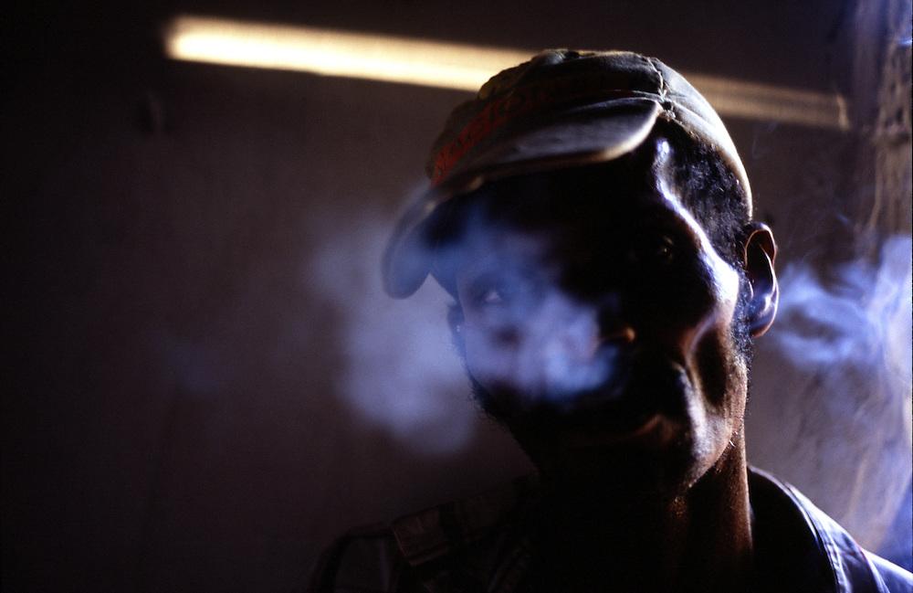 Vale do Jequitinhonha_MG, Brasil...Homem fumando...A man smoking...Foto: JOAO MARCOS ROSA / NITRO