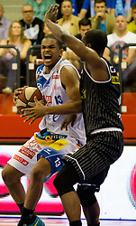 17.05.2015, Walfersamhalle, Kapfenberg, AUT, ABL, ece Bulls Kapfenberg vs magnofit Guessing Knights, 3. Semifinale, im Bild Joey Shaw (Kapfenberg) Christopher Dunn (Guessing) // during the Austrian Basketball League, 3th semifinal, between ece Bulls Kapfenberg and magnofit Guessing Knights at the Sportscenter Walfersam, Kapfenberg, Austria o00000n 2015/05/17, EXPA Pictures © 2015, PhotoCredit: EXPA/ Dominik Angerer