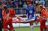 Fotball tippeligaen 23.07.05 Molde Brann<br /> Petter Rudi ser bekymret på Matej Mavric som bæres ut med skade<br /> Foto: Carl-Erik Eriksson, Digitalsport