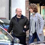 NLD/Laren/20070407 - Jaap van Zweden en partner Aaltje van Buuren winkelend in Laren