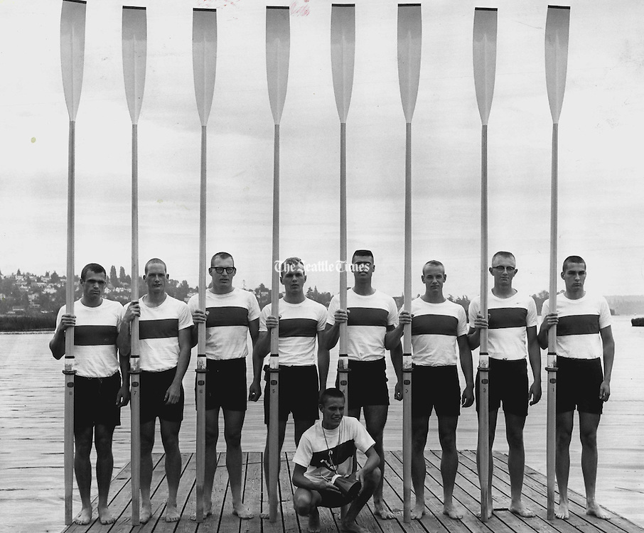 The 1965 Washington junior varsity crew poses with their oars. (Josef Scaylea / The Seattle Times, 1965)