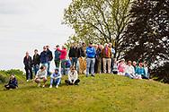 17-05-2015 NGF Competitie 2015, Hoofdklasse Heren - Dames Standaard - Finale, Golfsocieteit De Lage Vuursche, Den Dolder, Nederland. 17 mei. SPECTATORS Publiek op de heuvels tijdens de singles.