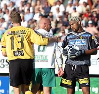 Fotball,31mai 2004,Tippeligaen,Briskeby,Ham-Kam-Lillestrøm,Emille Baron,Lillestrøm og Peter Sørensen,Ham-Kam i diskusjon.<br /> Lillestrøms nr.13 Frode Kippe roer ned.<br /> <br /> <br /> Foto:Dagfinn Limoseth,Digitalsport