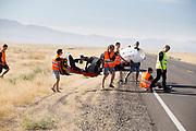 De VeloX 7 wordt naar de weg getild voor de kwalificaties op maandagmorgen. Het Human Power Team Delft en Amsterdam, dat bestaat uit studenten van de TU Delft en de VU Amsterdam, is in Amerika om tijdens de World Human Powered Speed Challenge in Nevada een poging te doen het wereldrecord snelfietsen voor vrouwen te verbreken met de VeloX 7, een gestroomlijnde ligfiets. Het record is met 121,44 km/h sinds 2009 in handen van de Francaise Barbara Buatois. De Canadees Todd Reichert is de snelste man met 144,17 km/h sinds 2016.<br /> <br /> With the VeloX 7, a special recumbent bike, the Human Power Team Delft and Amsterdam, consisting of students of the TU Delft and the VU Amsterdam, wants to set a new woman's world record cycling in September at the World Human Powered Speed Challenge in Nevada. The current speed record is 121,44 km/h, set in 2009 by Barbara Buatois. The fastest man is Todd Reichert with 144,17 km/h.