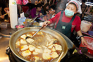 Raohe Night Market (饒河夜市) - Stinky Tofu 臭豆腐