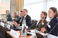 SOESTDUINEN - Willem Zelsmann (m) wordt de nieuwe voorzitter van de NGF . Algemene Ledenvergadering van de NGF (Nederlandse Golf Federatie) met bestuurswisseling. COPYRIGHT KOEN SUYK