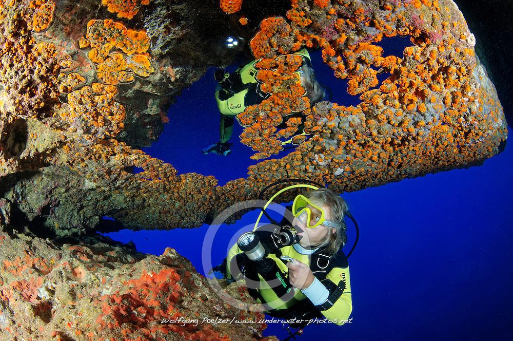 Blue Hole and scuba diver, Gozo, Malta, Sued Europa, Mittelmeer, Mare Mediterraneum, Sotuh Europe, Mediterranean Sea, MR YES