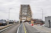 Nederland, Nijmegen, 16-5-2019 Aannemer KWS doet groot onderhoud aan de oude, iconische Waalbrug . De brug wordt de komene maanden grondig gerenoveerd en opgeknapt. Het bleek dat de oude verf chroom6 bevat waardoor de renovatie is uitgesteld vanwege extra veiligheidsmaatregelen. De brug is gebouwd in 1936 en was toen de langste boogbrug van Europa . Eerst wordt de onderkant onder handen genomen, en later wordt de brug opnieuw geschilderd als ook duidelijk is hoe de oude verf het beste verwijdert kan worden . Het verkeer kan mondjesmaat over de brug en dat veroorzaakt veel file en oponthoud op de A325 en N325 Foto: Flip Franssen