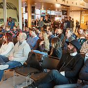 NLD/Rotterdam/20151207 - Reanimatiecursus Feyenoord selectie + bn'ers leren samen reanimeren, overzicht deelnemers oa. Ted Langebach