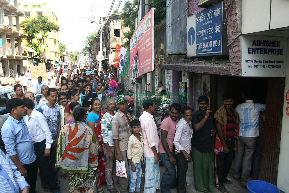 November 13, 2016 - Kolkata, India - Indians queue up outside Sanding and one kilometer long Line at the State bank of India branch to deposit and exchange 500 and 1000 currency notes  on November 13,2016 in Kolkata,india. India's cash machines will take several weeks to reset with new bills, India's finance minister said on November 12, as public anger mounted over a decision to pull the highest denomination notes from circulation. (Credit Image: © Debajyoti Chakraborty/NurPhoto via ZUMA Press)