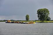 Nederland, Megen, 19-8-2014Een binnenvaartschip geladen met grint vaart over de Maas richting Rotterdam.Foto: Flip Franssen/Hollandse Hoogte