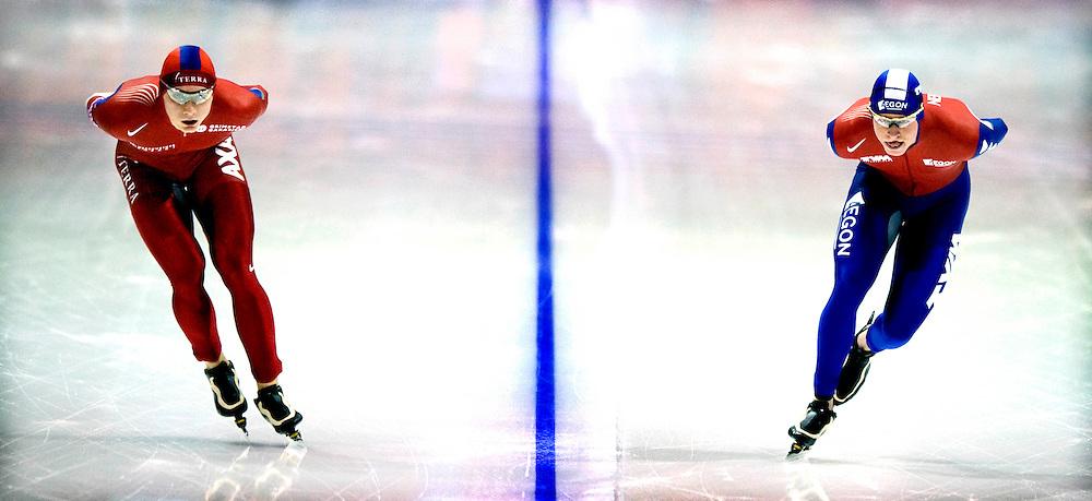 Nederland, Heerenveen, 11-01-2009.<br /> Schaatsen, Europees Kampioenschap, Dames.<br /> 10.000 meter, Heren..<br /> Sven Kramer blijft constant naast Havard Bokko rijden later als hij ziet dat Maarten Olde Heuvel geen 2e op het EK meer kan worden neemt hij  met een enorme versnelling afscheid van Bokko.<br /> Foto: Klaas Jan van der Weij / Sportstation