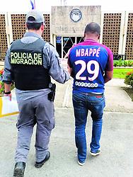 """November 19, 2018 - (20/11/2018) El detenido fue llevado a la Fiscalía de Corredores. PROHIBIDO EL USO O REPRODUCCIÃ""""N EN COSTA RICA. (Credit Image: © Msp/La Nacion via ZUMA Press)"""