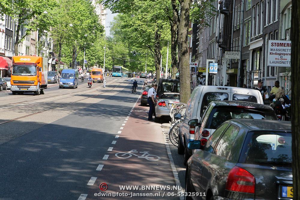 NLD/Amsterdam/20080508 - Dennis van tellingen krijgt een bekeuring voor bellen