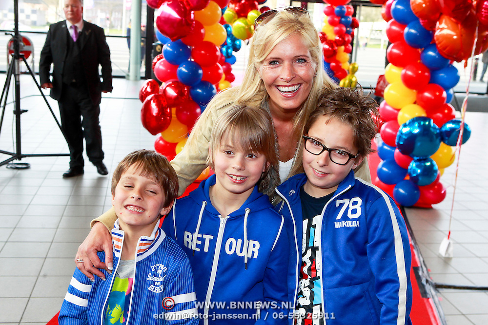 NLD/Rotterdam/20110401 - Premiere Disney on Ice 2011, Mariska Bauer - Rossenberg en kinderen Christiaan, Jan, Frans Jr.