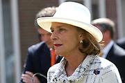 On Queensday, april 30th the Queen attends the celebrations of Queensday in Scheveningen near the Hague.<br /> This is her 25th jubilee.<br /> <br /> Op Koninginnedag, 30 april, is de Koningin  's Middags aanwezig metn en haar familie het koninginnedagfeest mee te vierten in Scheveningen.<br /> <br /> On The photo / On the Photo;<br /> <br /> Court lady'of Beatrix / Hofdame van Beatrix