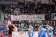 DESCRIZIONE : Varese Lega A 2015-16 Openjobmetis Varese Dinamo Banco di Sardegna Sassari<br /> GIOCATORE : Striscione<br /> CATEGORIA : Striscione <br /> SQUADRA : Openjobmetis Varese<br /> EVENTO : Campionato Lega A 2015-2016<br /> GARA : Openjobmetis Varese - Dinamo Banco di Sardegna Sassari<br /> DATA : 27/10/2015<br /> SPORT : Pallacanestro<br /> AUTORE : Agenzia Ciamillo-Castoria/M.Ozbot<br /> Galleria : Lega Basket A 2015-2016 <br /> Fotonotizia: Varese Lega A 2015-16 Openjobmetis Varese - Dinamo Banco di Sardegna Sassari