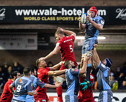 Seb Davies of Cardiff Blues claims the lineout<br /> <br /> Photographer Simon King/Replay Images<br /> <br /> European Rugby Champions Cup Round 4 - Cardiff Blues v Saracens - Saturday 15th December 2018 - Cardiff Arms Park - Cardiff<br /> <br /> World Copyright © Replay Images . All rights reserved. info@replayimages.co.uk - http://replayimages.co.uk