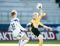 Fotball <br /> Herrer<br /> 4 runde i cup  <br /> Start - FK Haugesund<br /> Kristiansand stadion<br /> 25.07.07<br /> Foto: Tomas Rolland, Digitalsport <br /> <br /> Fv. Kevin Nicol - FK Haugesund - og Fredrik Strømstad - Start -
