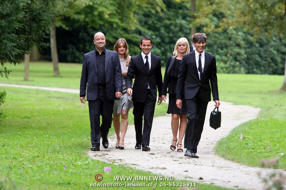 NLD/Overveen/20070921 - Huwelijk Ruud de Wild en Aafke Burggraaff, Bridget Maasland en partner pepijn, styliste Monique Verkaart