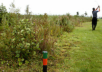 NIEUWERKERK a/d IJSSEL. HITLAND openbare golfbaan.  Ecologische zone.  Deze gebieden worden gemarkeerd door de groene paaltjes, COPYRIGHT KOEN SUYK Bal  in gebied, begrensd door ROOD-GROENE palen (Hindernis)<br /> <br /> Verplicht ontwijken (Stand en ligging) MET 1 STRAFSLAG<br /> <br />     No play zones OOK NIET BETREDEN!