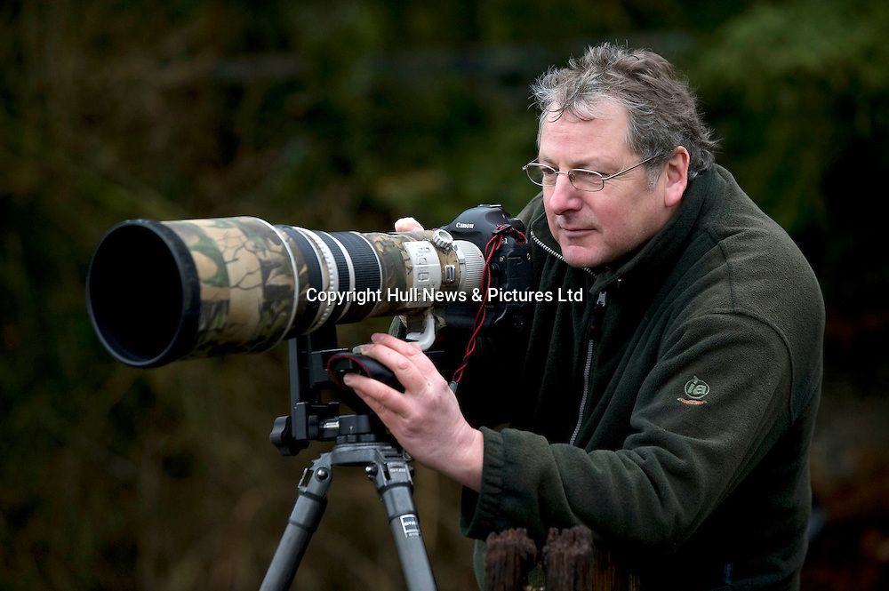 1 February 2014: <br /> Award winning wildlife photographer Les Gibbon at one of his secret locations in East Yorkshire where he has photographed Buzzards, Owls, Otters, Deer and Kingfishers.<br /> Les Gibbon 7971 546747<br /> www.lesgibbonphotography.co.uk<br /> See press release<br /> Picture: Sean Spencer/Hull News & Pictures Ltd<br /> 01482 772651/07976 433960<br /> www.hullnews.co.uk   sean@hullnews.co.uk