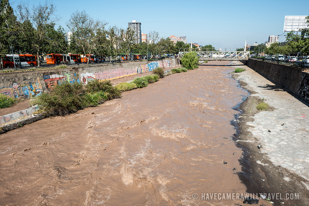 The Mapocho River flows through Santiago de Chile, dividing the city in half. The source of the river is the Andes mountains.