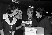 29/03/1963<br /> 03/29/1963<br /> 29 March 1963<br /> Fashion models visit Bolands Biscuit Factory at Deansgrange, Dublin. The models with Fig Roll's.