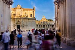 Lecce, ingresso a Piazza Duomo dal corso
