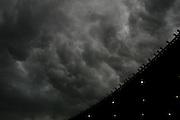 Belo Horizonte_MG, Brasil...Nuvens de chuva no Mineirao antes do inicio do jogo entre Atletico MG e Sao Raimundo AM. Eles se enfrentam pela 35a rodada da serie B do Campeonato Brasileiro 2006. ..Storm clouds on Mineirao before the match between Atletico MG and Sao Raimundo AM. Brazilian Championship 2006...Foto: LEO DRUMOND / NITRO