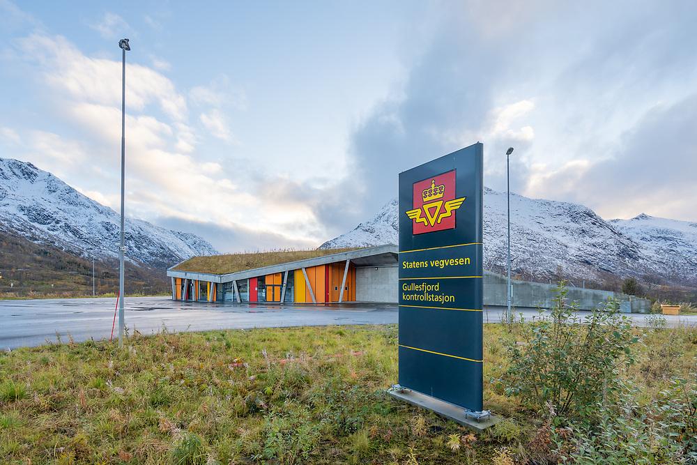 Statens vegvesen Gullesfjord kontrollstasjon er idyllisk og strategisk plassert i Lofast-krysset.