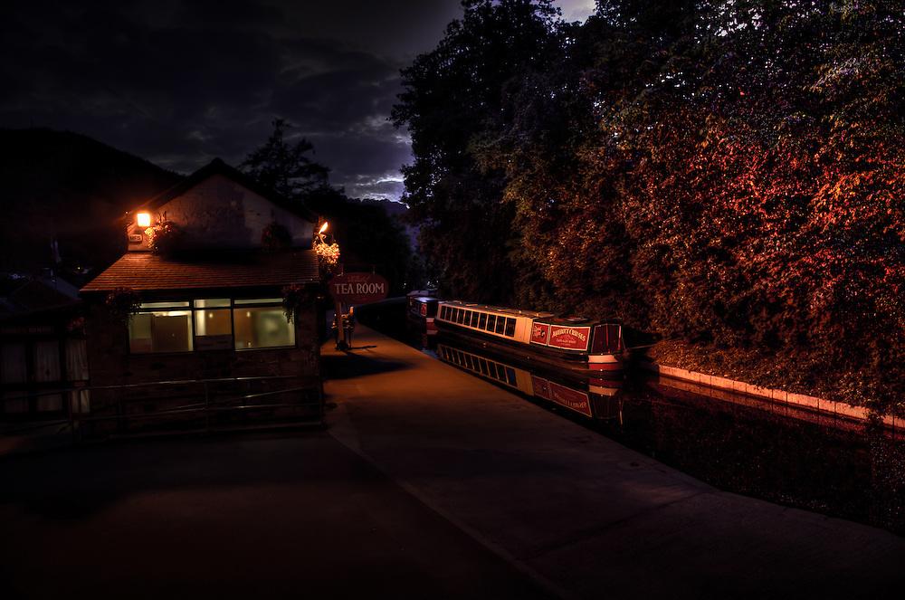 Llangollen canal at night