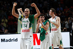 07.09.2014, Palacio de los deportes, Madrid, ESP, FIBA WM, Brasilien vs Argentinien, Achtelfinale, im Bild Brazil´s Vieira, Neto and Splitter celebrate their qualification after winning // during FIBA Basketball World Cup Spain 2014 match between X and X at the Palacio de los deportes in Madrid, Spain on 2014/09/07. EXPA Pictures © 2014, PhotoCredit: EXPA/ Alterphotos/ Victor Blanco<br /> <br /> *****ATTENTION - OUT of ESP, SUI*****