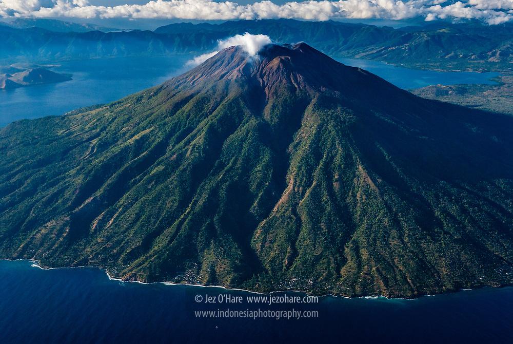 Gunung Ile Ape, Lembata, Nusa Tenggara Timur, Indonesia