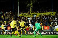 """Fotball , Eliteserien 2018 , <br /> 21.10.2018 , 20181021<br /> Lillestrøm - Rosenborg <br /> Hjemmefansen har et banner med påskriften """" Unnskyld Jørgen """", med referanse til Lillestrømfansens banner med påsrkiften """" Mind the gap """" på deres bortekamp mot Brann<br /> Foto: Sjur Stølen / Digitalsport"""