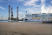 Nederland, The Netherlands, Eemshaven, 14-10-2018 Het cruiseschip de AIDA Nova wordt hiet door het duitse bedrijf de werf, scheepswerf Meyer Werft in Papenburg, Duitsland afgebouwd en getest. de AIDAnova is het eerste cruiseschip dat volledig op vloeibaar gas ,LNG, vaart.Foto: Flip Franssen