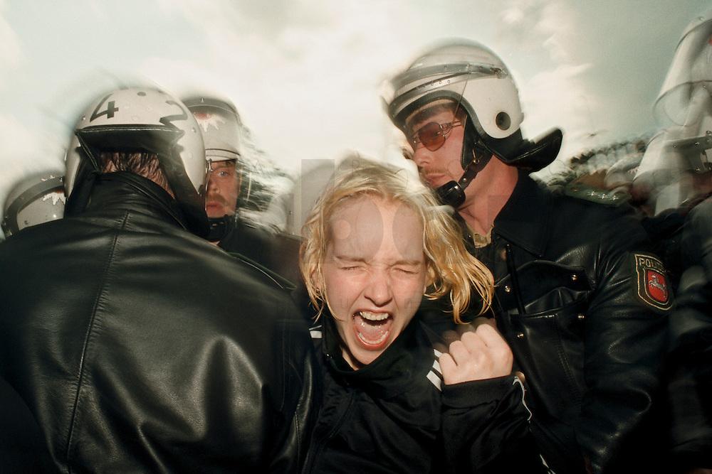 25 APR 1995 DANNENBERG/GERMANY:<br /> Demonstrantin wird von Polizisten abgefuehrt, waehrend Strassenblockade gegen den castor Transport nach Gorleben <br /> IMAGE: 19950425-01/11-21<br /> KEYWORDS: Demo, Polizie, police, Demonstrant,demonstrator, Gewalt, violence