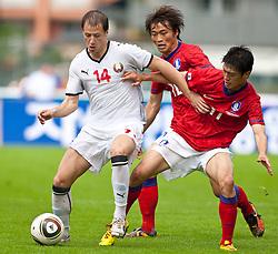 30.05.2010, Kufstein Arena, Kufstein, AUT, FIFA Worldcup Vorbereitung, Testspiel Sued Korea (KOR) vs Weissrussland (BLR), im Bild Putilo Anton Putilo ( BLR, #14 ) vs Shin Hyung-min Shin Hyung-min ( KOR, #10 ) und Lee Chung-yong Lee Chung-yong ( KOR, #11 ). EXPA Pictures © 2010, PhotoCredit: EXPA/ J. Groder / SPORTIDA PHOTO AGENCY
