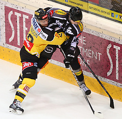 02.02.2016, Albert Schultz Eishalle, Wien, AUT, EBEL, UPC Vienna Capitals vs Dornbirner Eishockey Club, Platzierungsrunde, im Bild Jamie Johnson (UPC Vienna Capitals) und Stefan Haeussle (Dornbirner EC) // during the Erste Bank Icehockey League placement round match between UPC Vienna Capitals and Dornbirner Eishockey Club at the Albert Schultz Ice Arena, Vienna, Austria on 2016/02/02. EXPA Pictures © 2016, PhotoCredit: EXPA/ Thomas Haumer