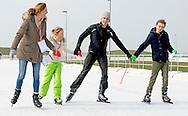 BIDDINGHUIZEN - Prinses Marilene (L) en prins Maurits Lucas (2002) en Felicia (2005) tijdens de tweede editie van De Hollandse 100 op FlevOnice, een sportief evenement van fonds Lymph en Co ter ondersteuning van onderzoek naar lymfeklierkanker.  COPYRIGHT ROBIN UTRECHT <br /> BIDDINGHUIZEN -  During the second edition of the Dutch 100 on FlevOnice, a sporting event fund Lymph and Co. to support research into lymphoma. COPYRIGHT ROBIN UTRECHT