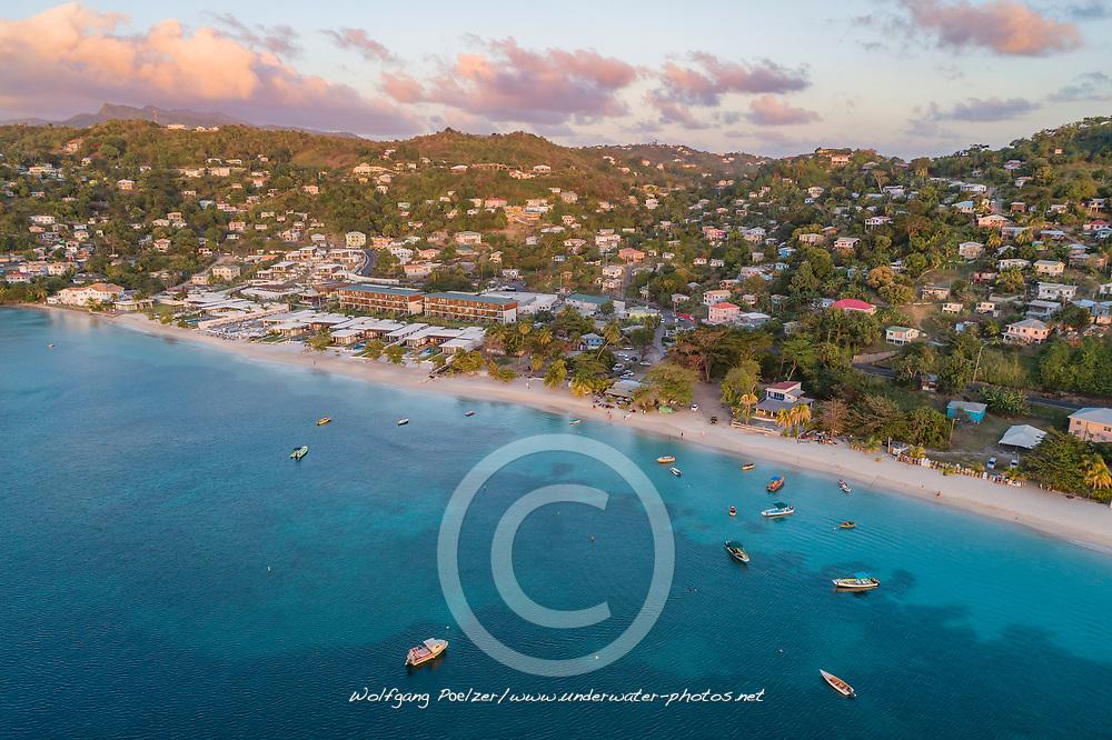 Luftaufnahme von Grand Anse Bay, Grenada, Karibik. Karibisches Meer / Aerial View of Grand Anse Bay, Grenada, Caribbean Sea