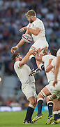 Twickenham, England.  Geoff PARLING lifted by left Kieran BROOKES and Right, Mako VUNIPOLA, during the QBE International. England vs France [World cup warm up match]  Saturday.  15.08.2015,  [Mandatory Credit. Peter SPURRIER/Intersport Images].