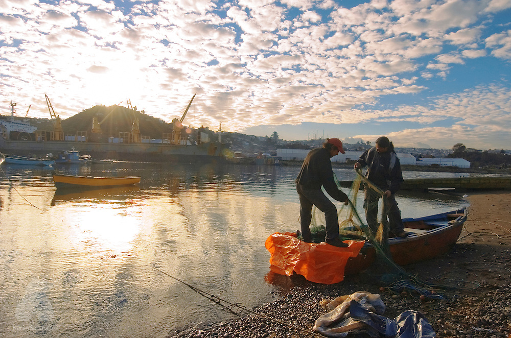 Fishermen prepare their nets on the shore of 'Isla Tenglo' near Puerto Montt, Patagonia, Chile. August 20, 2004.
