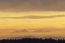 United States, Washington, Olympic mountains at sunset, viewed from Bellevue