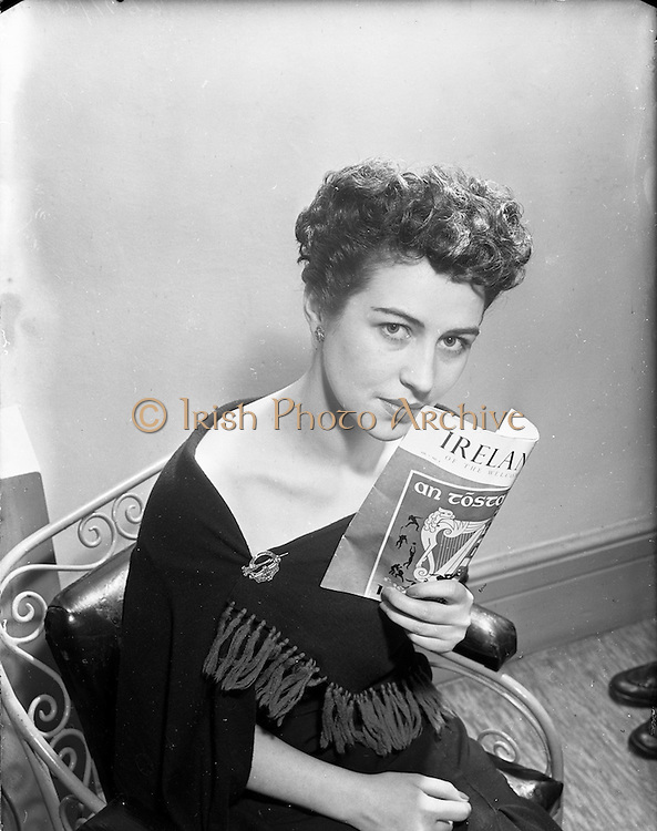 """23/01/1953<br /> 01/23/1953<br /> 23 January 1953<br /> Miss Pat Keogh wearing a hairstyle called """"Tara"""" created by John Coiffeur, Grafton Street, Dublin in honour of """"An Tostal""""."""